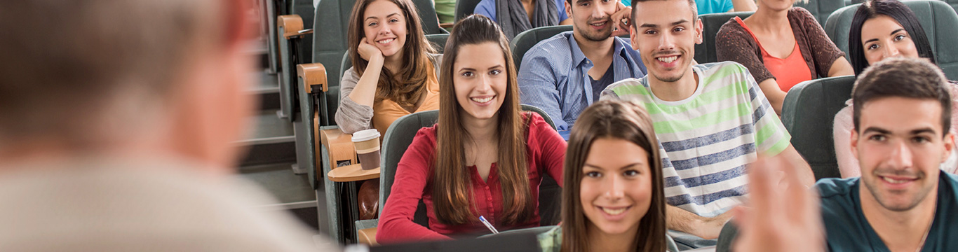 studenten in collegezaal met docent